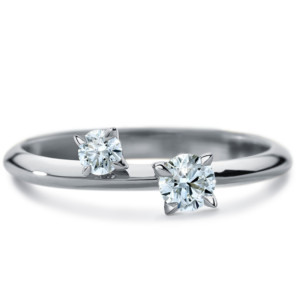 DIAMA 18k White Gold Swarovski Created Diamond Intimate Ring