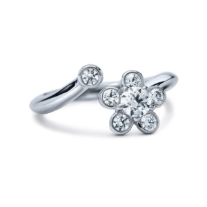 DIAMA 18k White Gold Swarovski Created Diamond Bloom Ring 009J